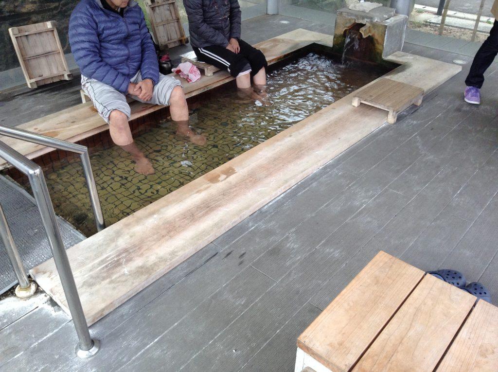 結びの足湯